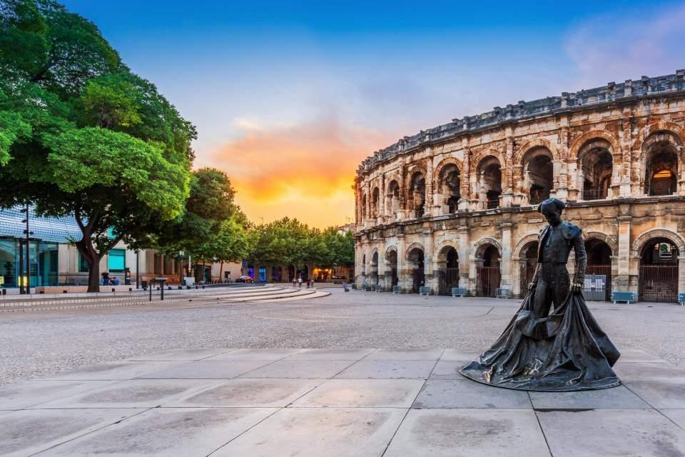 roman amphitheater arles nîmes provence