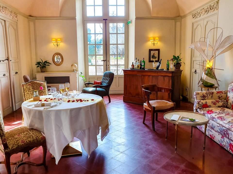 petit salon salle de sous commission evenement privé anniversaire de mariage