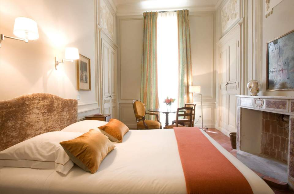 chambre tradition hotel chateau de roussan