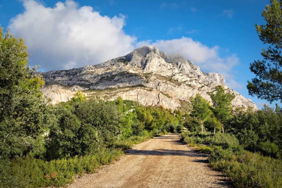 alpilles, natural park, walks and hikes provence